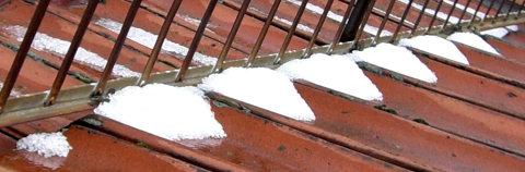 die letzten Hagelkörner auf dem Dach