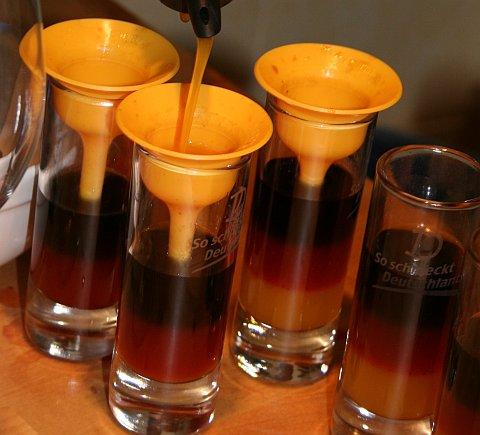 Deutschland-Drink, bei der Zubereitung und Fertige