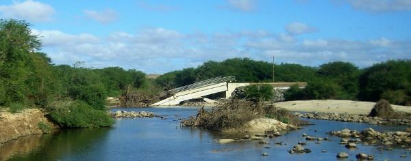 ex-Brücke, auf der einzigen Straße!