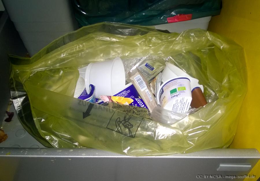 sehr schlecht gefüllter Müllsack