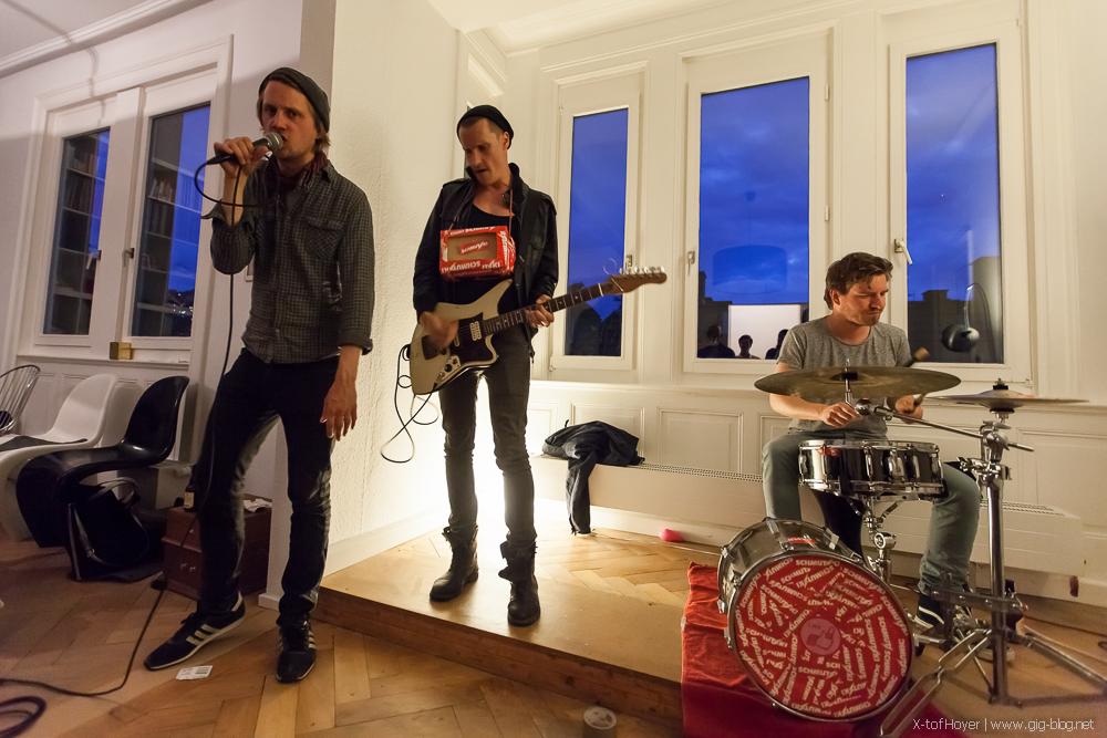 Schmutzki im Kessel.TV Wohnzimmer