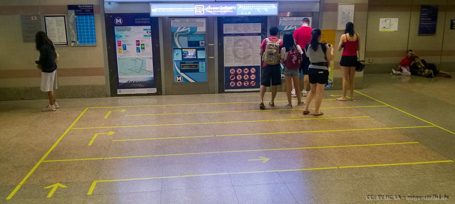 Ticketautomaten-Schlange