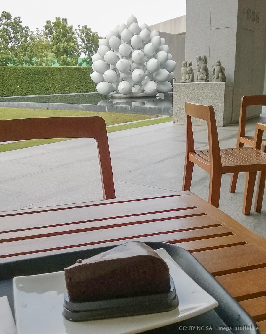 Besuch im MOCA, Bangkok mit Schoko-Kuchen