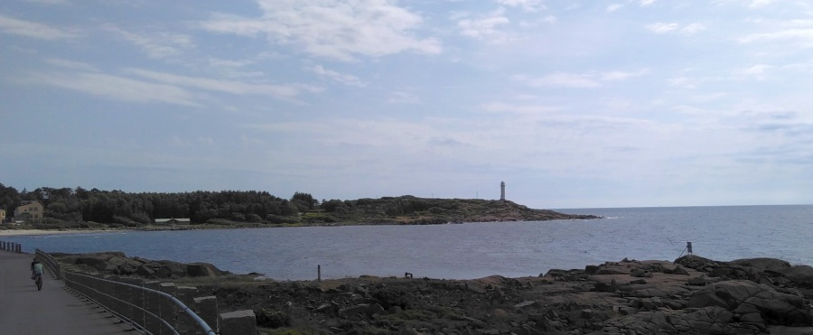 ein Leuchtturm am Strand (wo auch sonst)