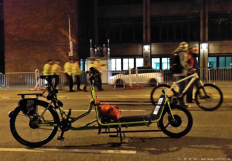 """mit einem Lastenrad bei der Demo """"Fahrverbote selber machen"""""""
