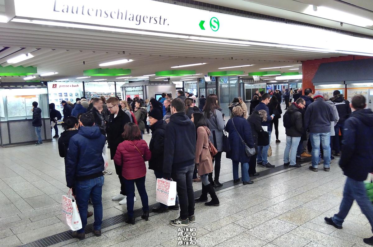 ewig lange Schlangen beim Stuttgarter ÖPNV Ticket-Verkauf