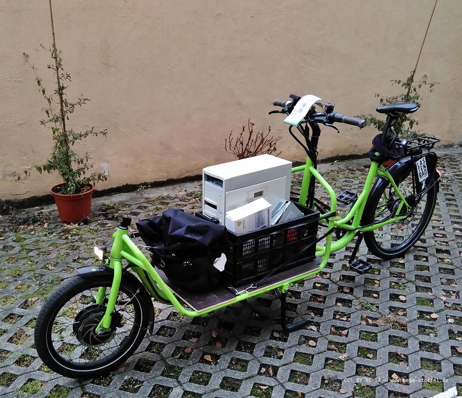 Lastenrad mit Elektroschrott